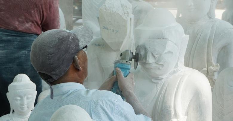 発見│ミャンマーの観光スポット 知られざるマンダレー近郊の伝統工房を訪ねる旅 仏像の石細工、金箔など「巧の技」を継承する職人たち